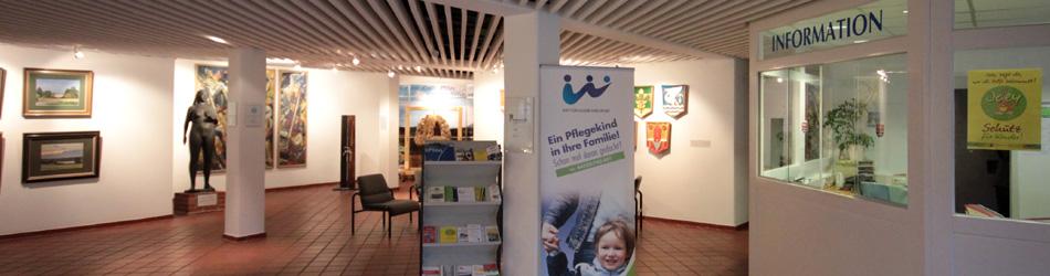Eingangsbereich mit Information der Kreisverwaltung Plön