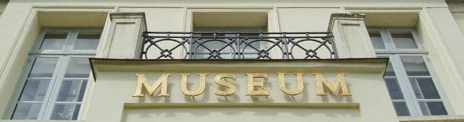 Das Museum des Kreises Plön mit Norddeutscher Glassammlung